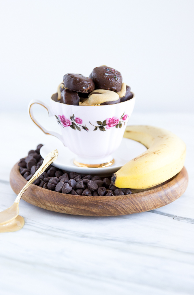 Beautiful and EASY Chocolate-Covered Banana Bites only 3-ingredients with optional peanut butter swirl (or sprinkles!) #bananas #chocolate #sweets #dessert.jpg