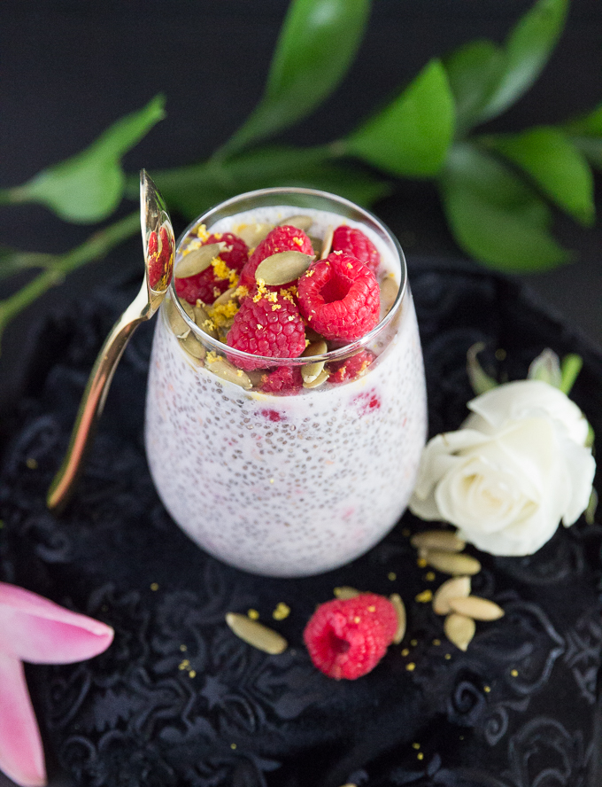 Busy girl's detoxifying raspberry chia pudding made with only 5 ingredients packed with protein and fiber! #easychiapudding