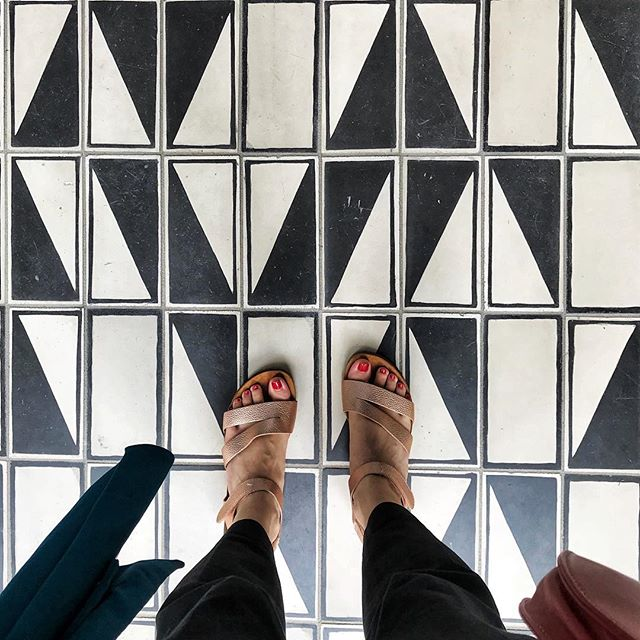 s t e p p i n g  o u t . . .  bye comfort zone, hello hard work and a historic week. 👋 I'm lucky enough to step through this cool floor tile and head up to the penthouse suite of @thedurhamhotel to meet 15 AMAZING food bloggers and influencers to talk with incredible pros I've been looking up to for a loooong time. I cannot WAIT to meet everyone attending the @culinaryclicks Pop-Up *this* Thursday. 🙌 Talking about challenges, victories, learning & growing together, and just being our badass blogger and social media nerd selves. I'm putting on the pump-up jams and counting down the minutes until we get together and DO THIS! 🎶🖤 #foodbloggerevent #collaborate #durham ——————— #flashesofdelight #pursuehappy #pursuepretty #livecolorfully #abmbeautifullife #foodblogger #ncblogger #ncbloggers#bloggerstyle #thatsdarling #bloggercommunity #bloggers #durhamblogger #imtheeverygirl #darlingmovement #acolorfullife