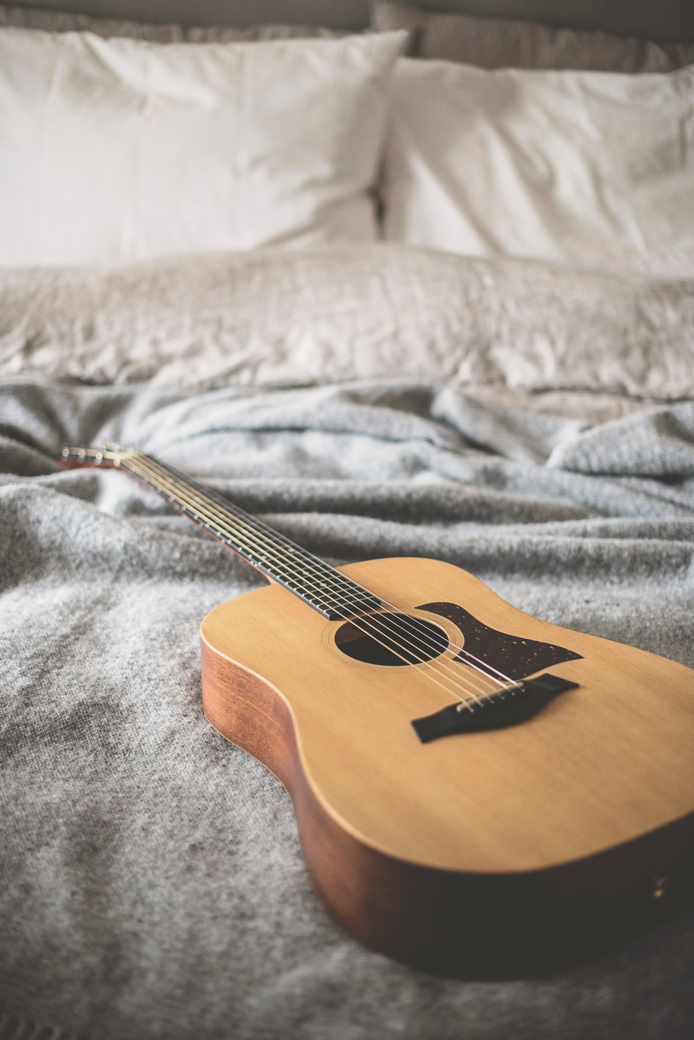 Taking guitar lessons as an adult and what it's like. CheersYears.com #adultguitarlessons