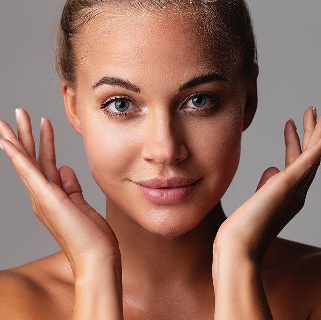 Dermapen4 behandlingar är i full gång ✨  Inte bara för ansikte men även över alla områden på kroppen! För absolut bästa resultat glöm inte att använda våra rekommenderade produkter från Dermaceuticals 👌🏻