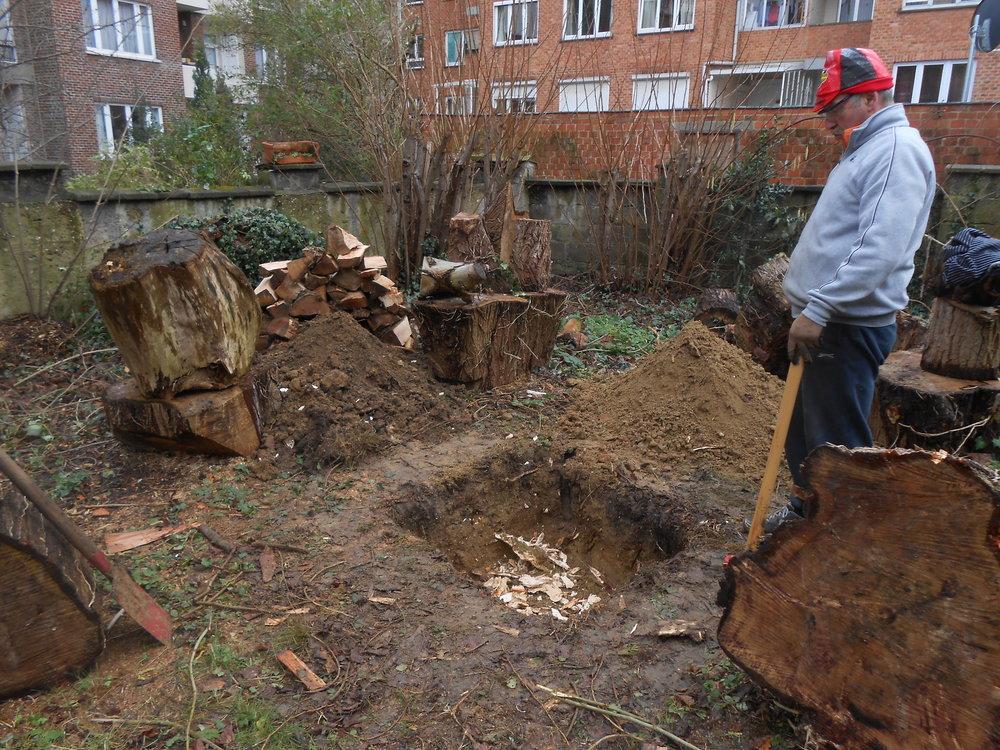 Séparation des terres de surface (fertiles) et de profondeur