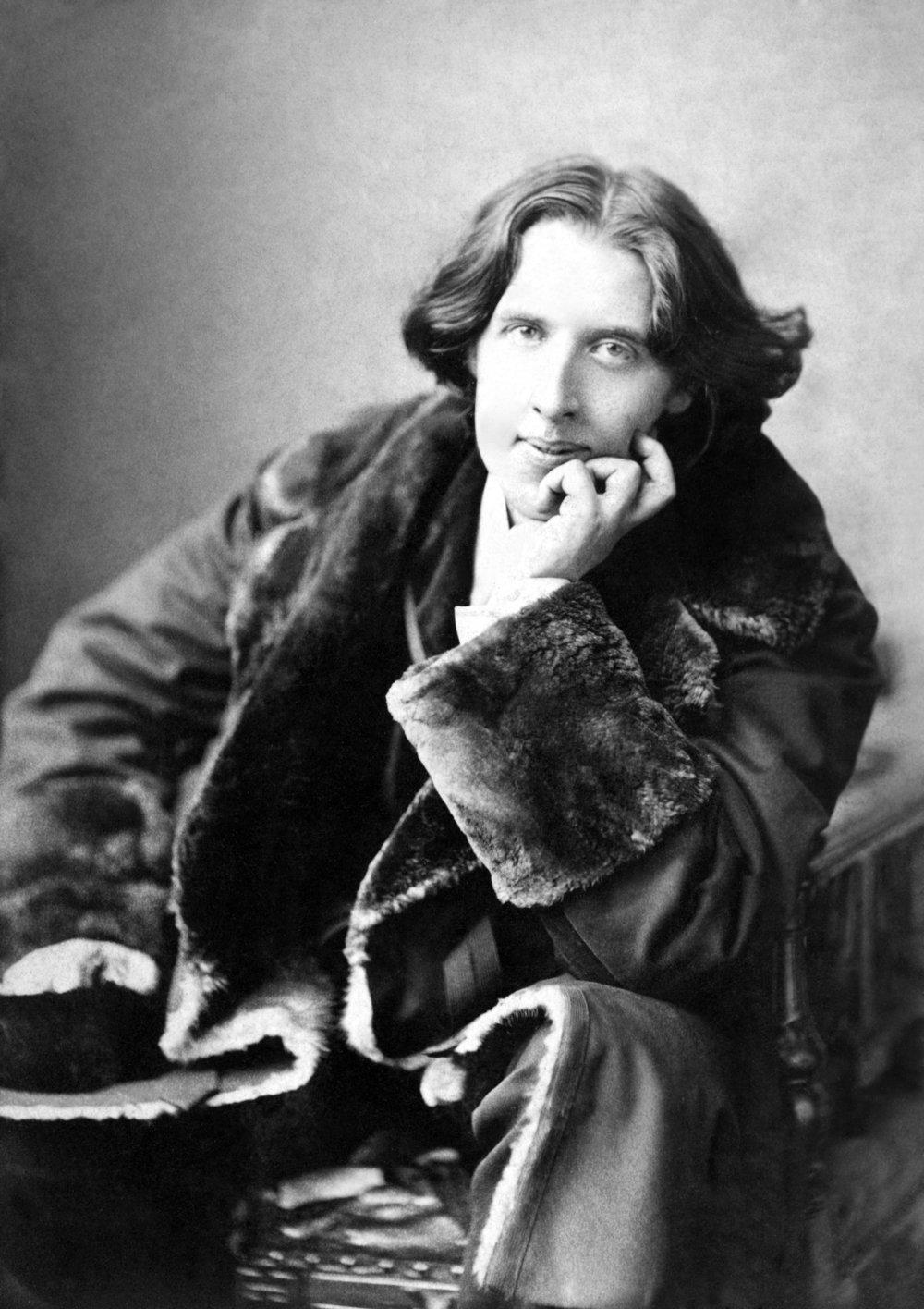 Oscar Wilde, photgraphed by Napoleon Sarony [Public domain]. Via Wikimedia Commons
