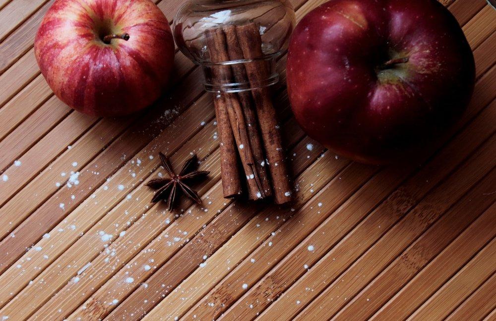 apples-2534845_1920-min.jpg