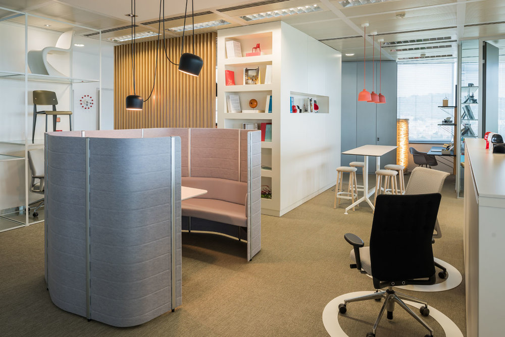 Zona de colaboração no escritório da Vector Mais