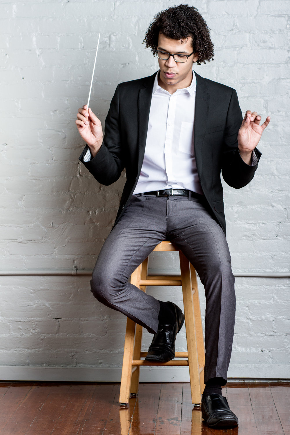 Jonathon Heyward casual conducting on stool.jpg