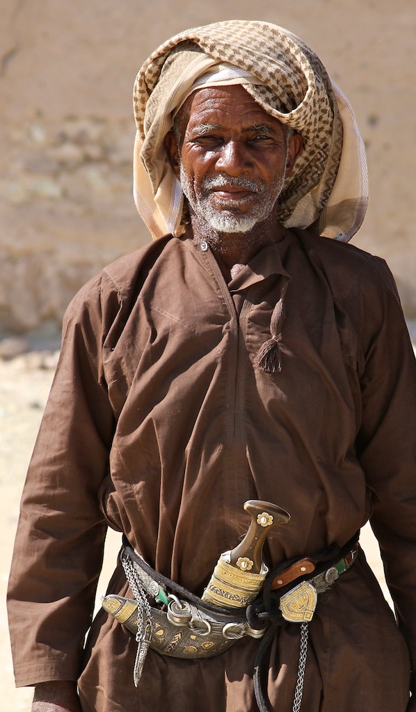 Omani man with khanjar dagger.jpg