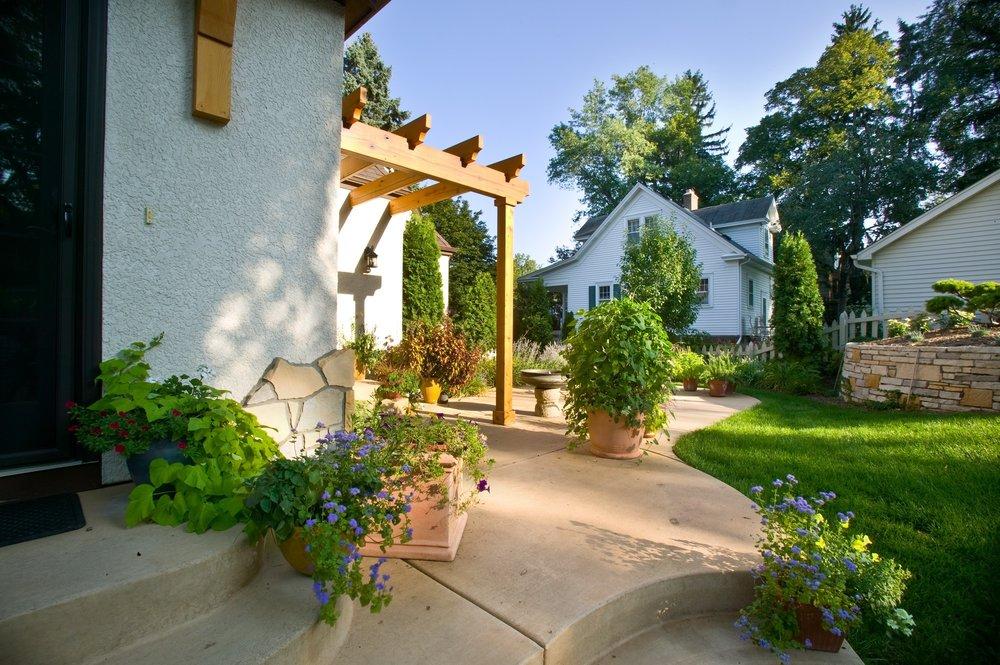 backyard-pergola-steps.jpg