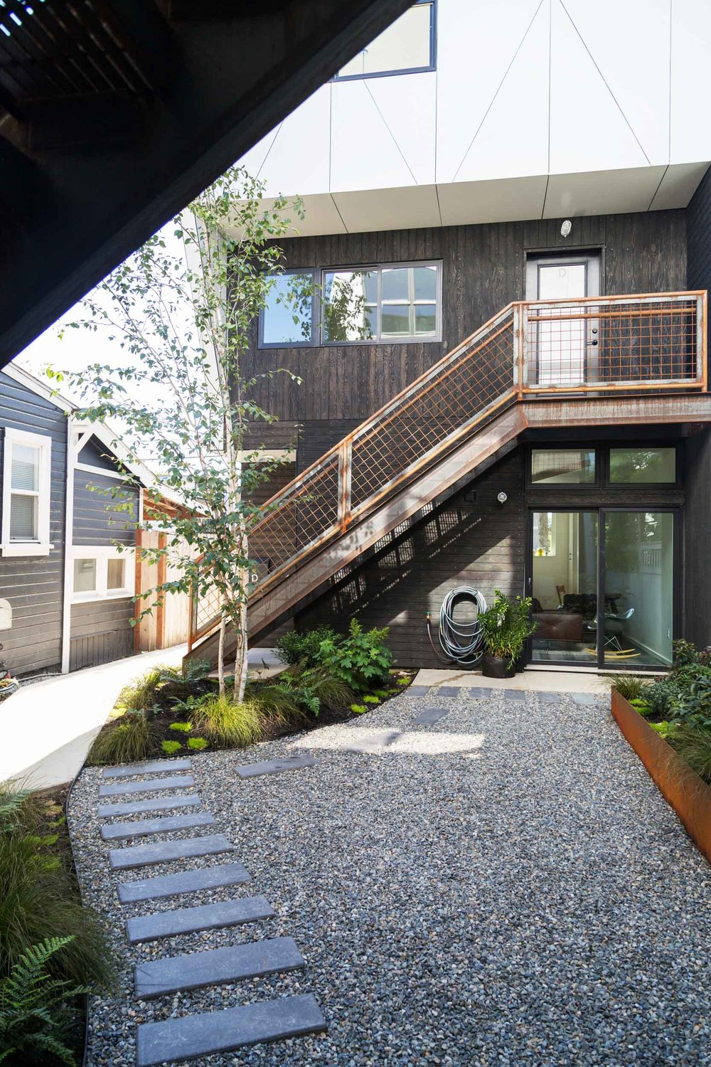 WC-STUDIO-PROSPECT-COURTYARD-STEPPING-STONES-STEEL-PLANTER-BOX-FERNS