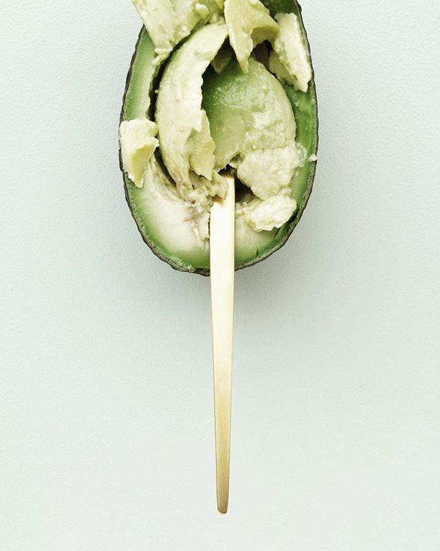 Guacamole. We all want it, and we all pay extra for it! . . . Our 'I Want Guac' blend contains - 🥑🍎🍈. Avocado, in all its creamy goodness, keeps cells 💪🏼 and germs away. It is an awesome source of monounsaturated fat, or as what most refer to as a 'healthy fat'. This blend doesn't risk boring those taste buds either - apple + lime add a tasty punch, as well as increasing Vitamin A, B + C content, which works to strengthen and support your mini's immune system. Ah. That's a lot to say!  #vitamina #vitaminb #vitaminc  #immune #immunesystem #tasty #guacamole #apple #avocado #lime #strong #healthyfat #nutrition #nopreservatives #coldpressured