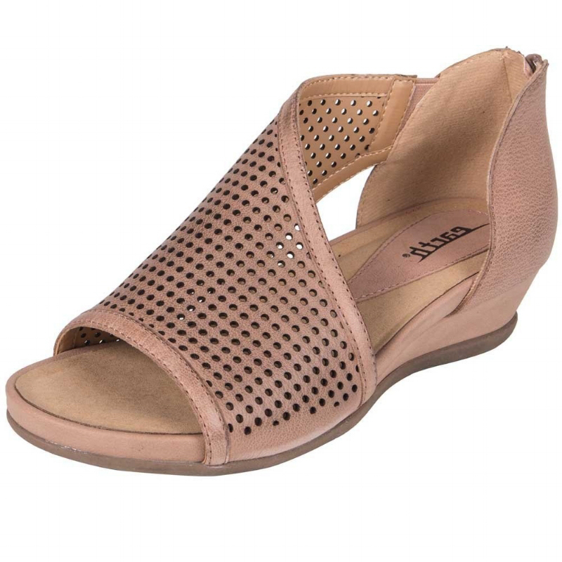 Earth Shoes Venus Sandal - Blush (PC: Amazon.com)