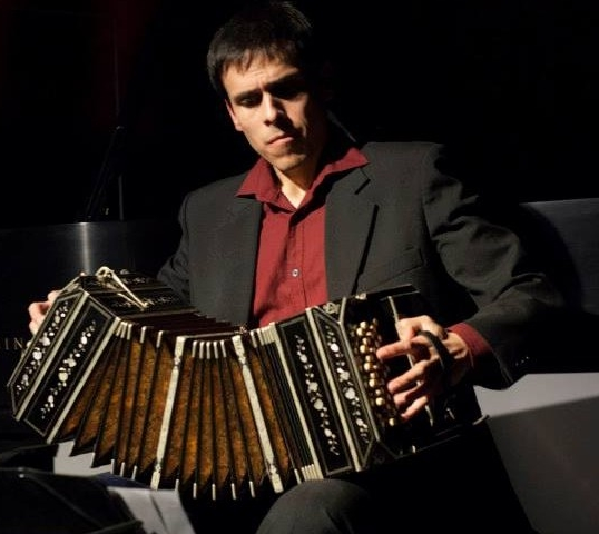 Latin American music with Claudio Constantini, bandoneon - This project with the Peruvian bandoneonist and pianist Claudio Constantini shows the most popular side of the guitar, through the latinamerican repertoire, some incursions in the Spanish repertoire and other very contrasting styles.
