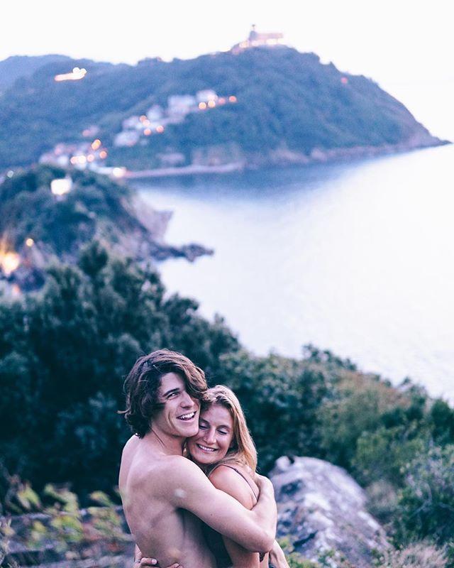 Loving life ☀️! #sansebastian #spain #love #happylife . . . #photography #surfphotography #couple #spain #sunsebastian #travelgram #traveleurope #europe