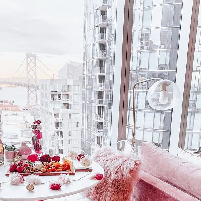Happy Valentine's Day! This Bay Area girl is loving this view of the Bay Bridge ...and that sofa in blush isn't too bad either!💘 Via: @jennytran