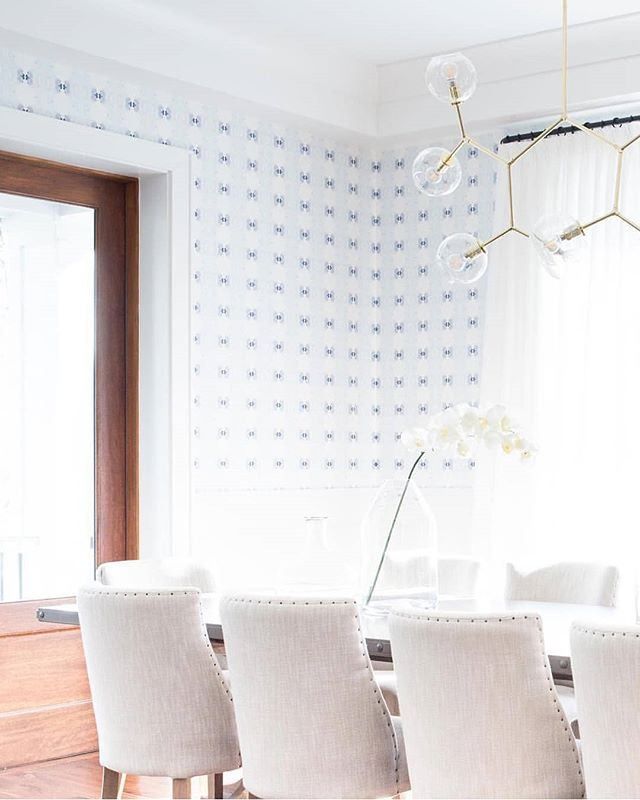 Check out how the wallpaper in this space just brought everything perfectly together! 💗 @meganannmcfarland so lovely!