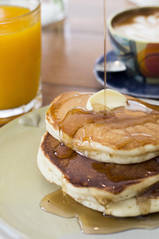 HOTCAKES:  Servidos con miel de maple.