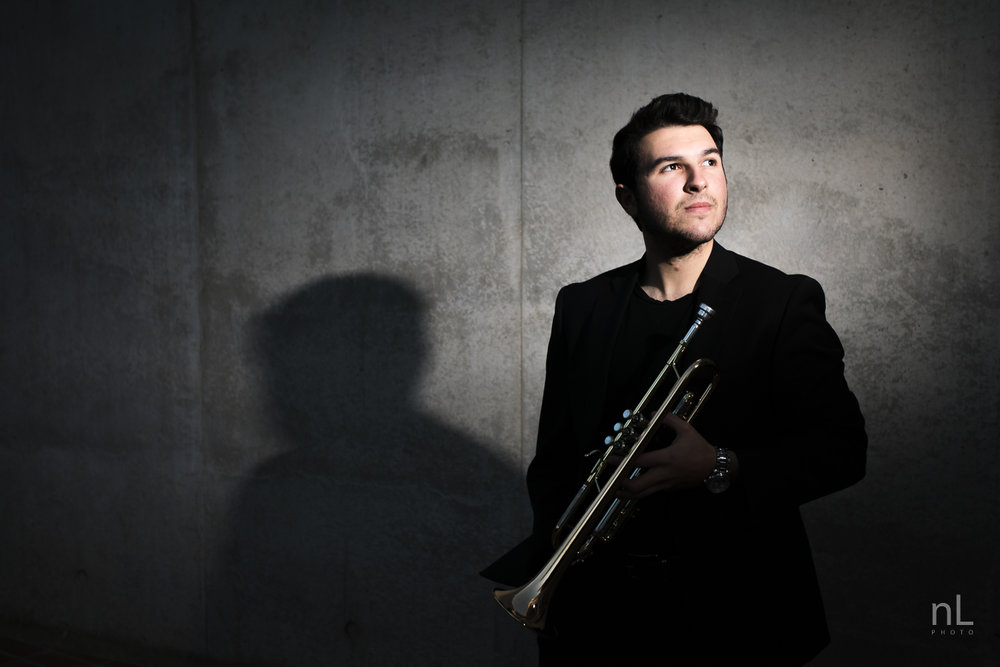 los-angeles-musician-epic-dramatic-portraits-trumpet-player-off-camera-flash-shadows