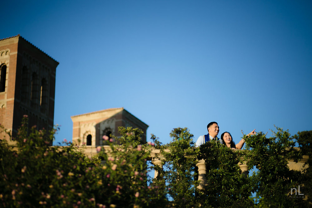 los angeles ucla senior graduation cute couple sunset epic portrait in royce quad balcony laughing and pointing