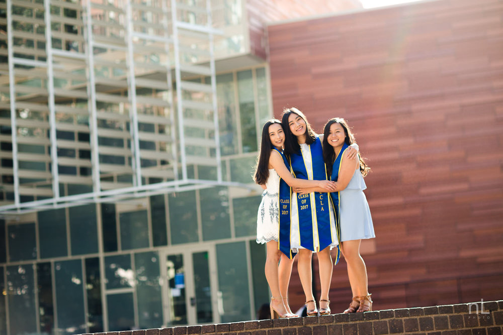 los angeles ucla senior graduation portrait best friends hugging at ucla inverted fountain