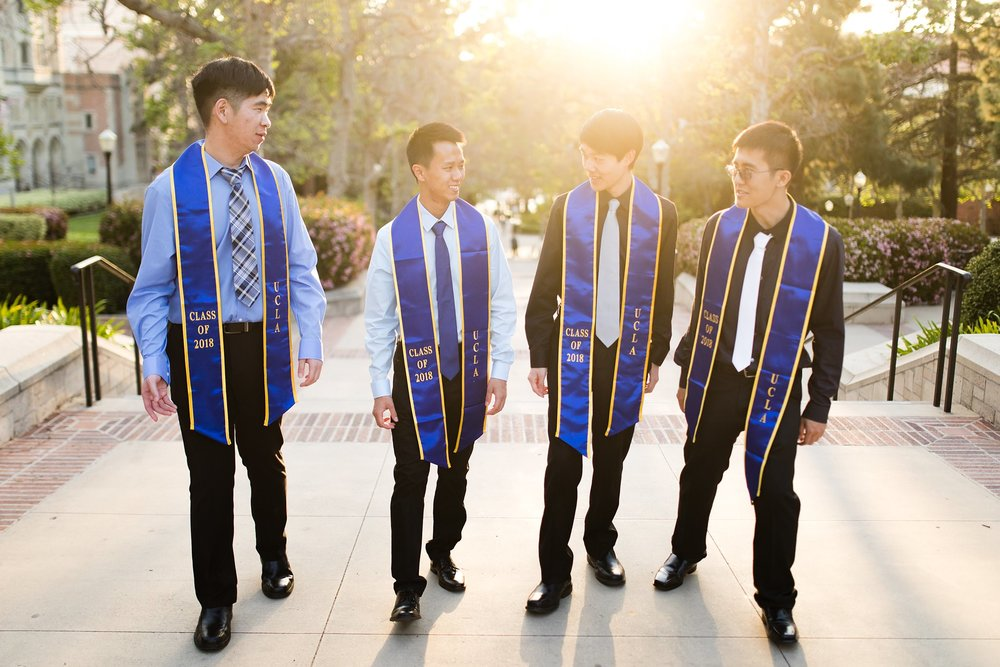 los-angeles-ucla-senior-graduation-portraits-candid-laughing-friends-bruinwalk-at-sunset