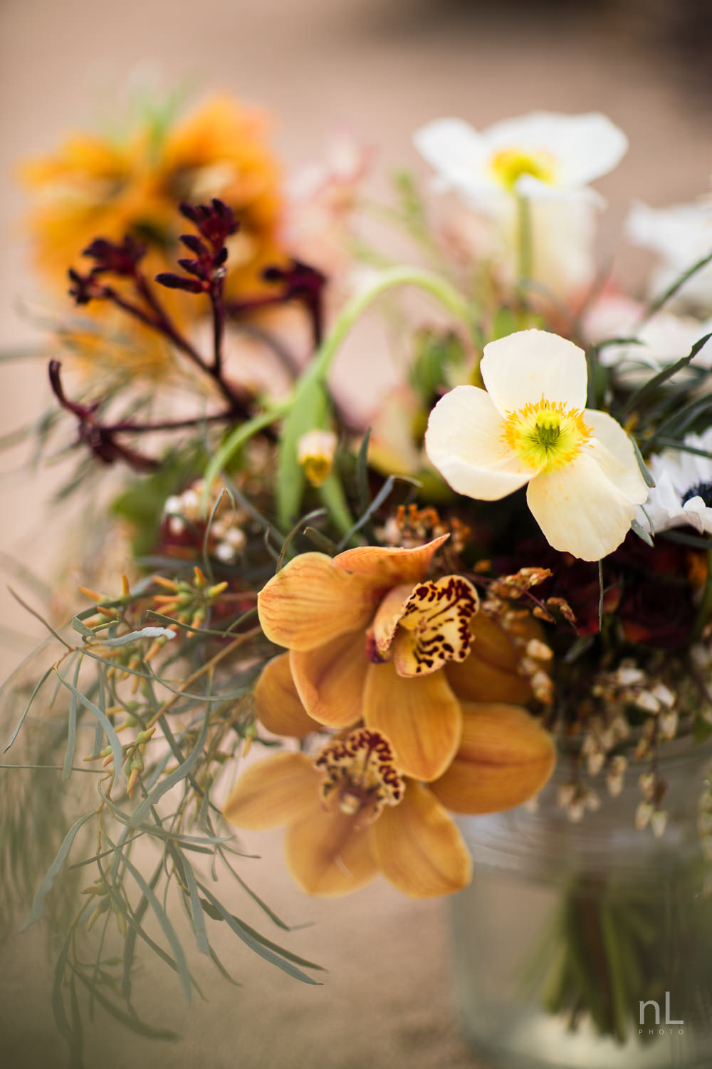 joshua-tree-engagement-wedding-elopement-photography-stylized-photoshoot-beautiful-floral-bouquet-in-vase
