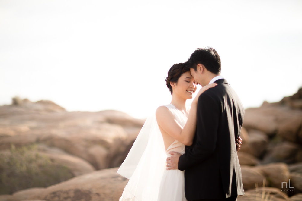 joshua-tree-engagement-wedding-elopement-photography-stylized-photoshoot-bride-and-groom-portrait-intimate-moment-on-rocks