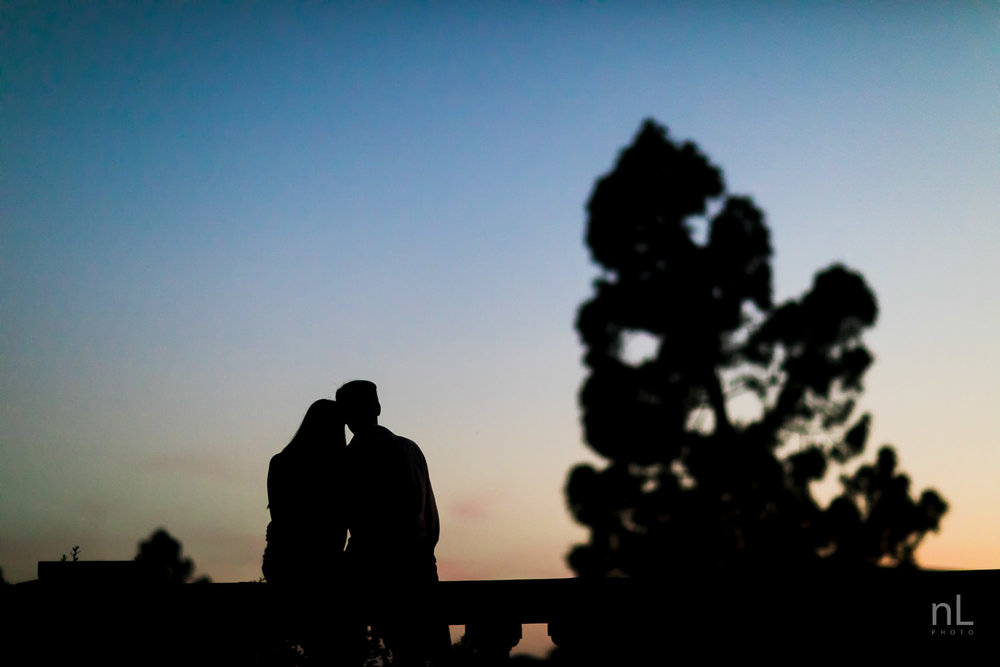 los-angeles-ucla-senior-graduation-portraits-couple-sunset-silhouette-hugging
