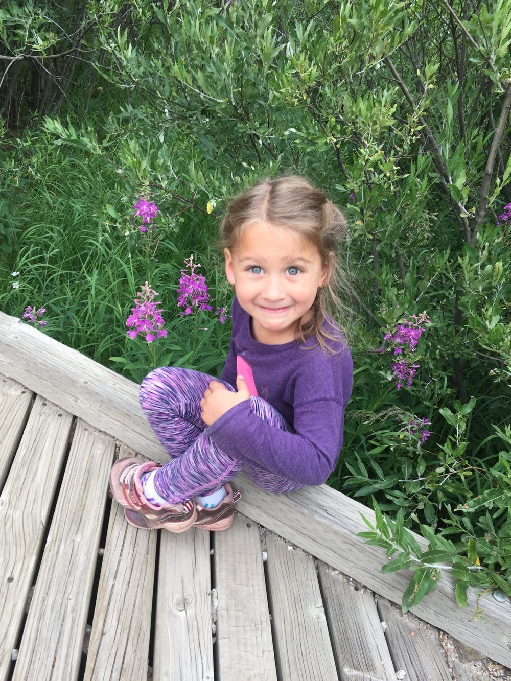 Maia was very willing to pose with the beautiful wildflowers!