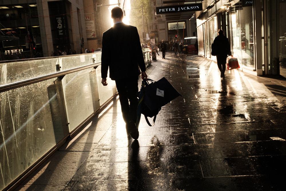 01_Jonathan_Pui_australian_street_photography_sydney_afternoonlight_businessman_01.JPG