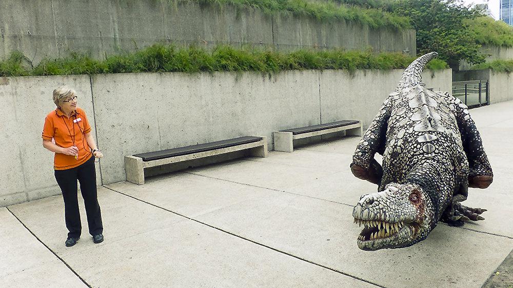 009_didi-s_gilson_brisbane_australian_street_candid_photography_queensland_museum_science_dinosaur_2012.jpg
