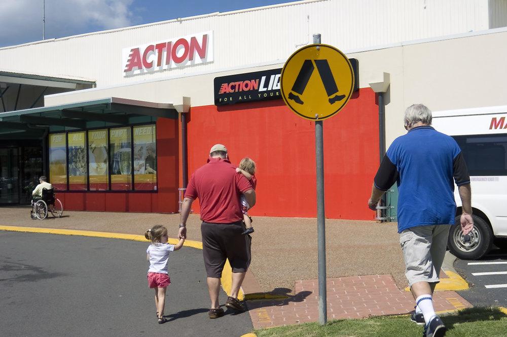 012_didi-s_gilson_australian_street_photography_coffs_2006_legs_wheelchair_signs_kids_strangers_candid_colour.jpg