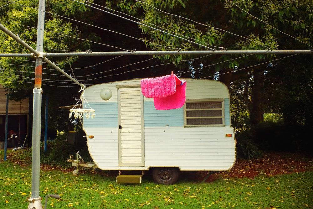 017_didi-s_gilson_australian_street-photography_dorrigo_nsw_hillshoist_pink_rug_trailer_2009.jpg