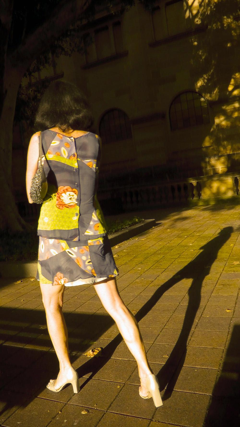 023_didi-s_gilson_australian_street_photography_tall_vertical_light_libraryofnsw_sydney_shadow_giacometti_2007.jpg