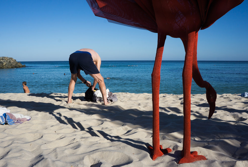 justin_tan_torres_australian_street_photography_beach_sculptures_by_the_sea_man_beach_cottesloe_perth_2015_07.jpg