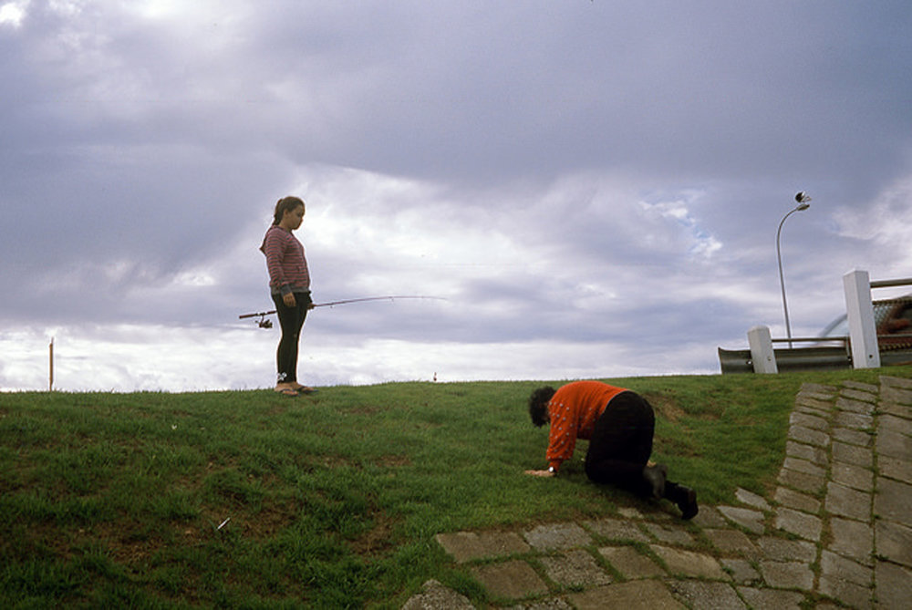 justin_tan_torres_australian_street_photography_fishing_bowing_grassy_hill_suburbia_perth_2014_08.jpg