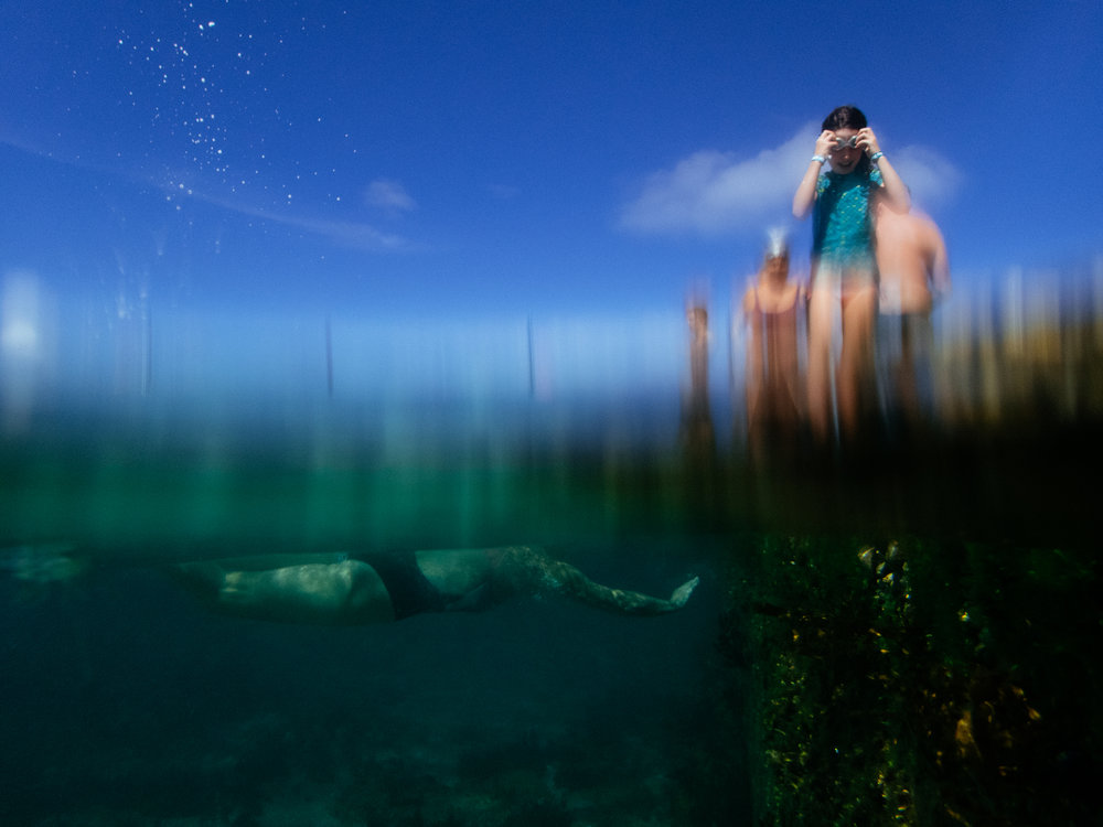 rachael_willis_australian_street_photography_sydney_underwater_above_and_below_wylies_baths_coogee_06.jpg