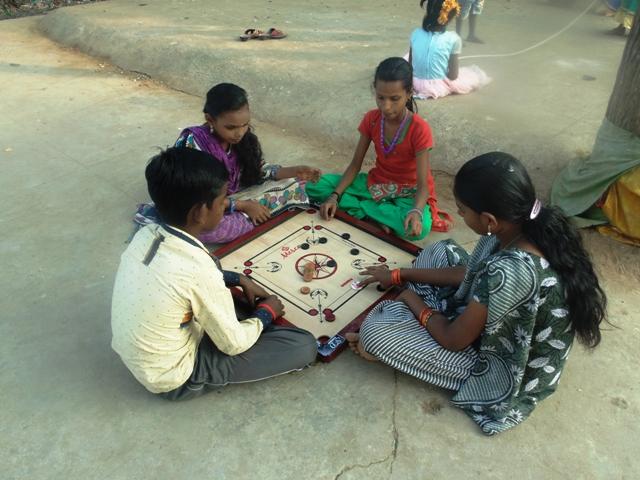 Playing Carom at Silamalai.jpg