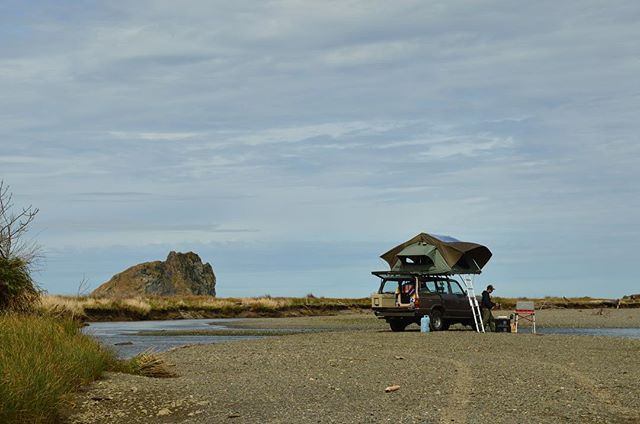 Fall is just around the corner, which means that its the best time for camping in the PNW! Great weather, less people, more opportunities for fun! #campvibes #fj60 #oregoncoast #westcoastisthebestcoast #fall #wexpeditions #fallcamping #gofurther #getoutside #overland #beachtime #wildrivers #neveridle #homeiswhereyouparkit #outdoorsy #pnwonderland