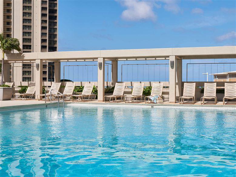 Ala-Moana-Hotel-Pool1.t78028.jpg