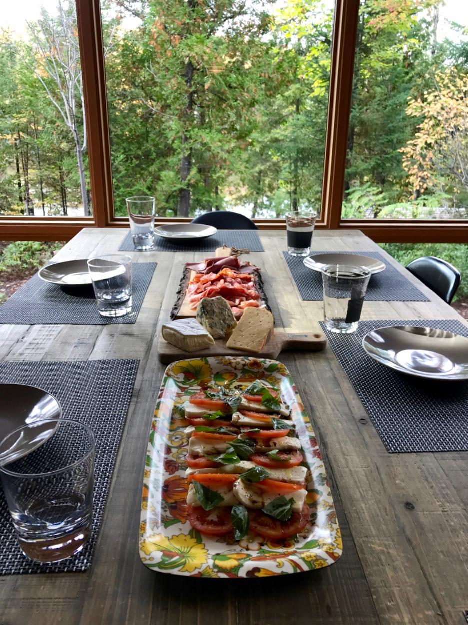 A Gourmet Setting for Food Aficionados