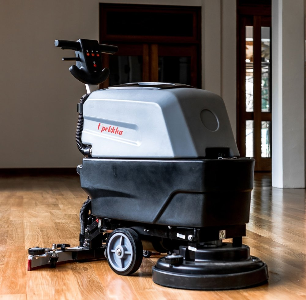 Upekkha™ B3040   The B3040 is one of our more affordable alternatives for customers wanting to have that cordless floor auto scrubbing automation!  Similar to the E3343, but it has a rechargeable battery built in, giving the user a more enjoyable experience operating it!  Cleans up to 22,000 sq feet per hour!