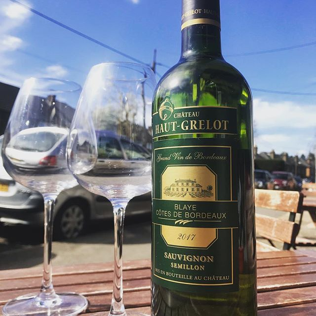Crisp yet dry, the Château Haut-Grelot is perfect on a day like today. Cheers 🥂  #wine #winelover #wineglasses #sauvignon #semillion