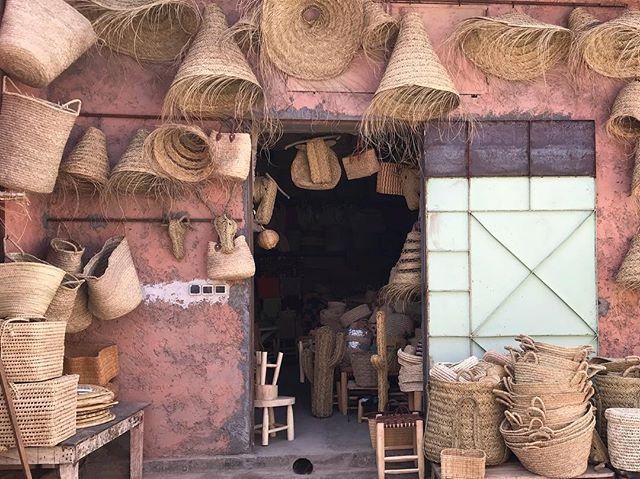 Basket heaven... . . . . . . #interior4inspo #travelmarrakech #interiordesign #interiores #interiordesigner #interior #interiordecorating #interior123  #interiorismo #deco #homedeco #styling #marrakechdesign #baskets #wickerbaskets #handmadebaskets