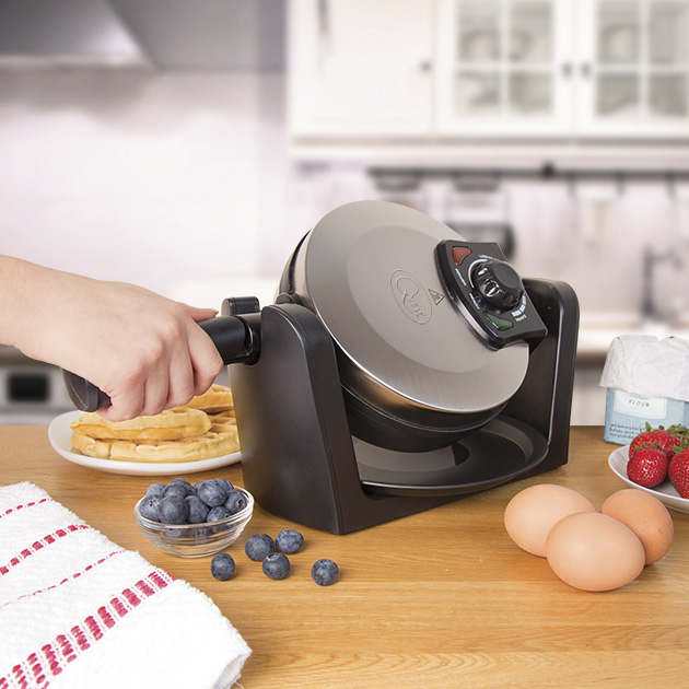 Rotating Waffle Maker - Crisp waffles in minutes! Cook four crisp plain or flavoured waffles in minutes then add your favourite toppings before serving.