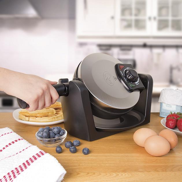Rotating Waffle Maker making waffles