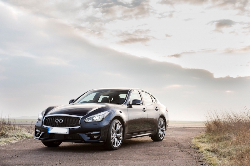 top-10-executive-cars-2018-regalmotion-Infiniti-Q70.jpg