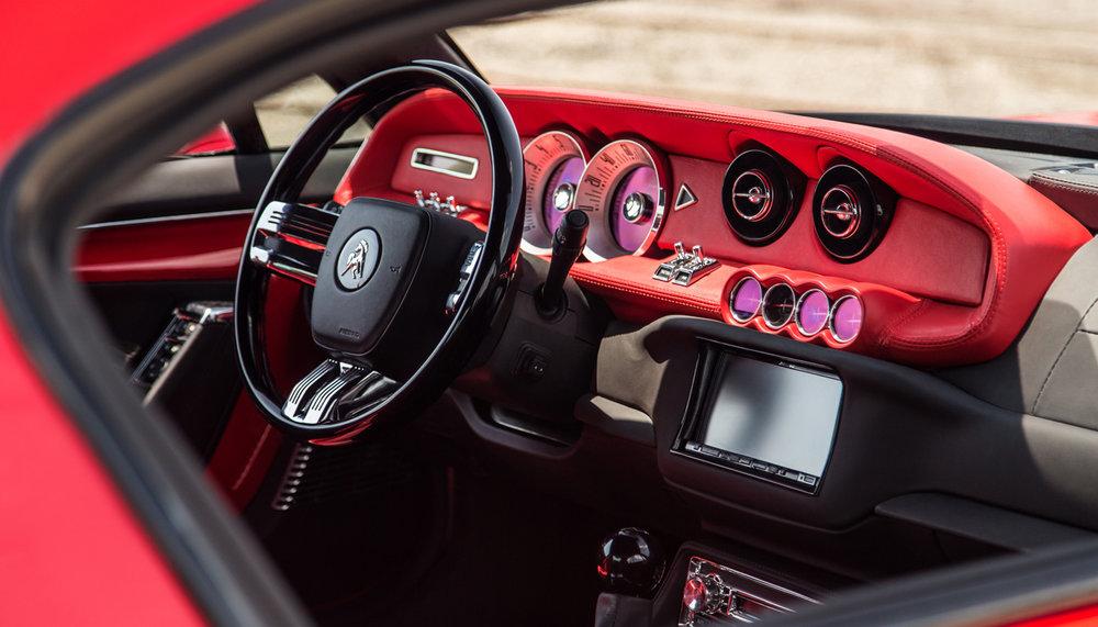 O Bass 770 usa muitos sistemas para manter sua estabilidade durante a condução, sendo o Controle de Passeio Seletivo Magnético, o Gerenciamento de Tração de Desempenho, um Sistema de Manejo Ativo com controle de tração e direção hidráulica de proporção variável. O carro de 0-60 mph (0-97 km / h) é de 3,4 segundos, ea velocidade máxima é acima de 200 mph (322 km / h)