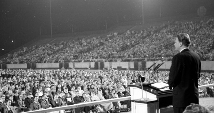 Evangelist_Billy_Graham_speaking_at_Doak_Campbell_Stadium_in_Tallahassee_Florida_resized_11928157394-720x380.jpg