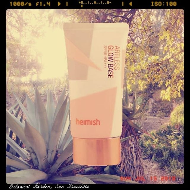 HEIMISH ARTLESS GLOW BASE SPF 50 PA+++ A mixed review of this multitasking primer, glow-giver, hydrator & sunscreen. It doesn't sting my eyes, is sans whitecast, goes on smoothly and primes well for makeup. But it contains fragrance, can sting broken skin and the glow is of a slight pearly white when I prefer I warmer tone.  All in all, for me it's a lightweight, comfortable, easy-to-wear sunscreen that has protected my skin really well. Until something better comes along and bats its lashes at me, this is my go to facial sunscreen.  FULL REVIEW AT BEAUTYLITERATE.COM ✔ Chemical Octinoxate, Octisalate, Ensulizone, Octocrylene, Univul A Plus, Avobenzone | ? Mineral Titanium Dioxide (I do not know if it is in a concentration enough to be counted as sunscreen) | ✘ Fragrance Free | ✔ Alcohol Free| ✘ Whitecast | ✔ Moisturising | ✘ Eye Irritation | (✘) Face Irritation | ✘ Comodogenic  #sunscreen #dryskin #sensitiveskin #eczema