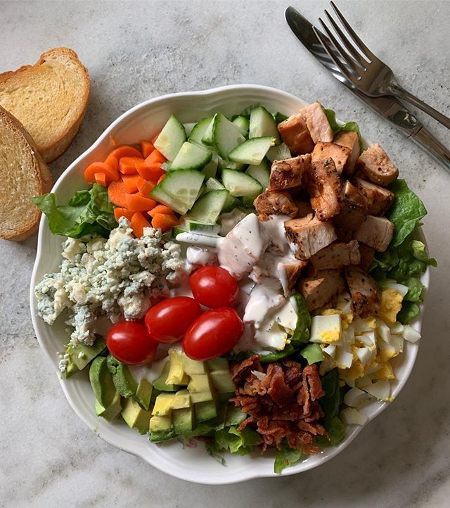 BBQ Chicken Cobb Salad Is the perfect Saturday night meal when you want to stay in and watch the big game but want to eat healthyish so you don't want take out! Jb grilled chicken breasts earlier in the week and I threw on a couple of extras (#mealprep!) so tonight all I had to do was . 1. wash, chop, spin lettuce 2. chop hard boiled eggs (#mealprep) 3. chop veggies- 🥕 🥒 🍅 🥑  4. cook 🥓 and chop 5. dice chicken and warm in a pan 6. pile all into a bowl along with some cheese and drizzle with ranch dressing (#mealprep) . If you have some extra baguette from earlier in the week, slice it thin, brush with olive oil and dust with sea salt and bake in a 350 oven for 10 minutes for some crispy crouton toast! #dinnerisserved . . . #eeeeeats #healthyeating #instafood #f52grams #saladfordinner #bigsalad #dinner #mealprep #foodandwine #foodporn #yum #salad #bbqchicken